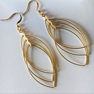 Beautiful gold teardrop earrings.